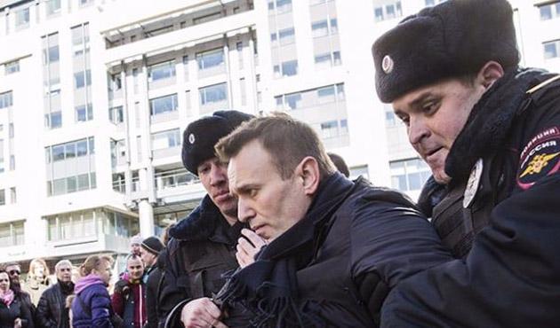 Rus muhalif Navalny gözaltına alındı
