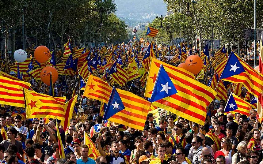 Katalonya'da yasa dışı bağımsızlık referandumu başladı