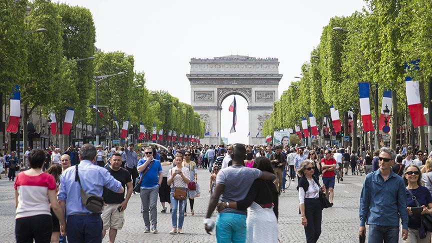 Parisliler arabasız günü kutladı