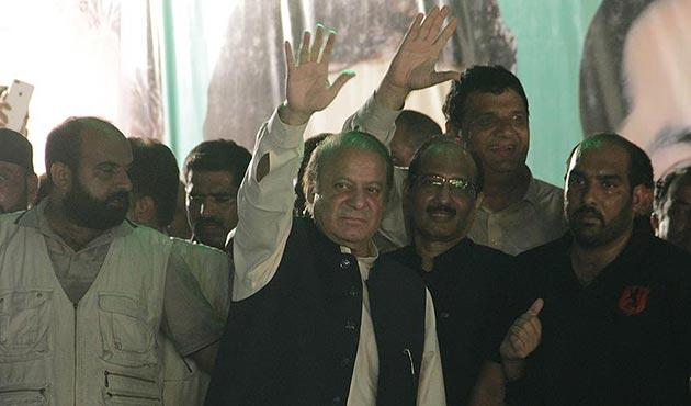 Eski Pakistan Başbakanı Şerif partisine dönüyor