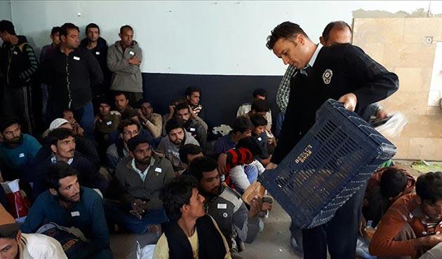 Yolcu otobüsünde 139 kaçak göçmen yakalandı