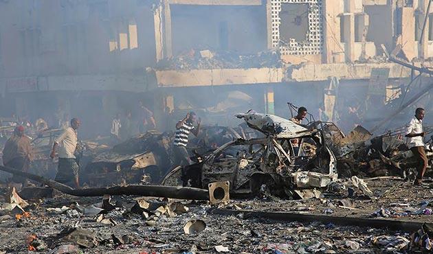 Somali'de bomba yüklü araçla saldırı: 23 ölü