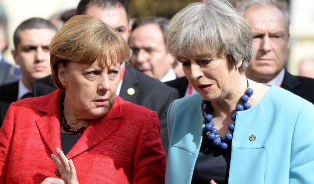 May ve Merkel'den telefonda Trump görüşmesi