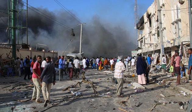 Somali'de askerleri taşıyan araca bombalı saldırı