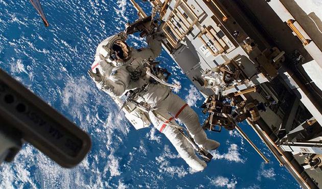 UUİ'deki astronotların iki hafta içindeki 3'üncü yürüyüşü