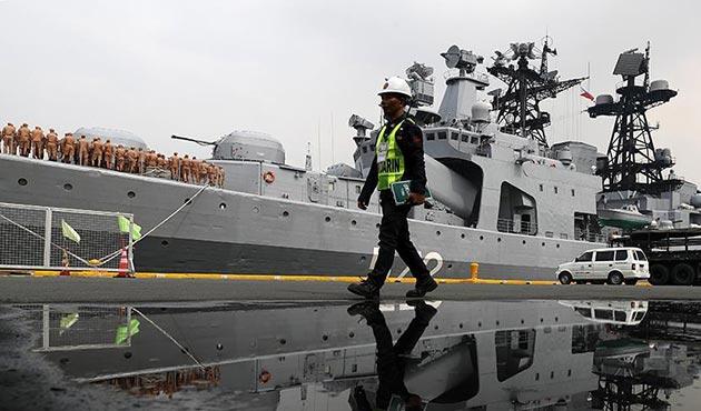 Rus savaş gemileri 'iyi niyetli' olarak Filipinler'de