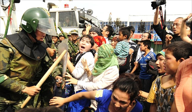 Çin, Doğu Türkistan'ı 'polis devleti'ne dönüştürdü