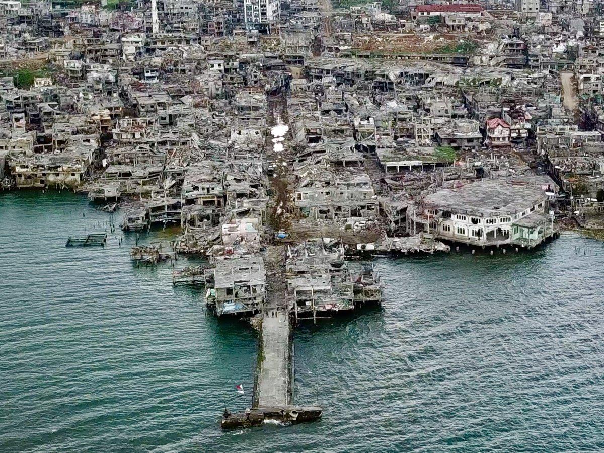 Marawi'de askerler yer değiştirdi