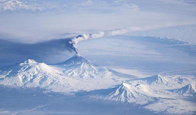 Rusya'daki Shiveluch Yanardağı faaliyete geçti