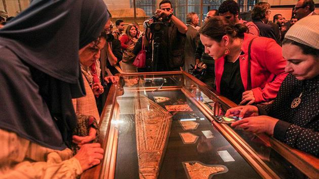Firavun Tutankhamun'un hazinesi ilk kez sergilendi