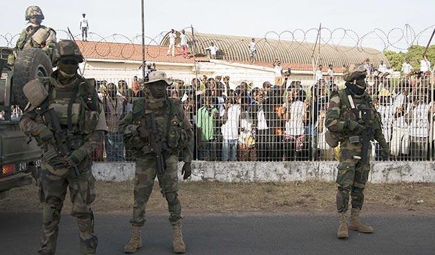 Gambiya'da 12 askere darbe teşebbüsü suçlaması