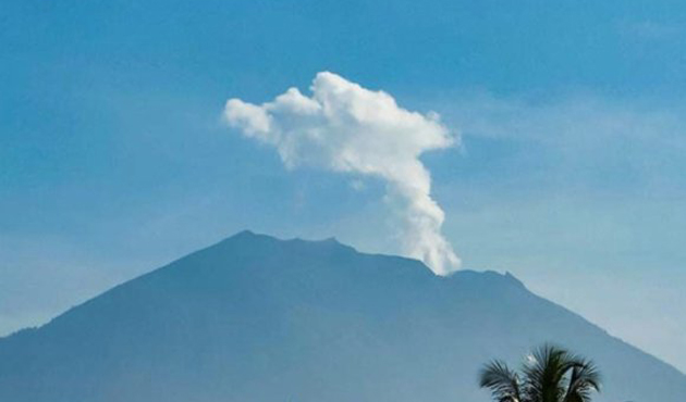 Agung Yanardağı yeniden faaliyete geçti