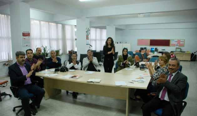 Öğrencileri için işaret dilini öğrendiler