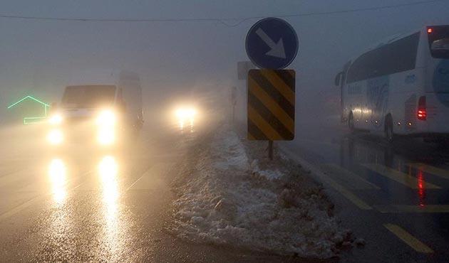 Bolu Dağı'nda sağanak ve yoğun sis ulaşımı olumsuz etkiliyor