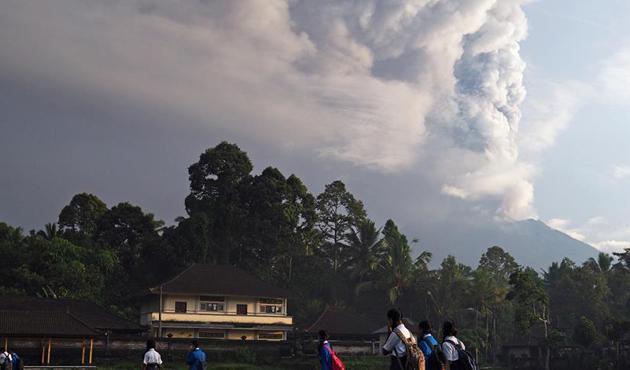 Endonezya'daki yanardağda volkanik hareketlilik sürüyor