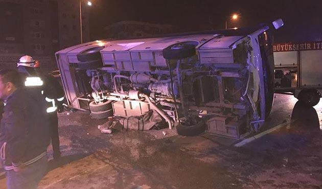 Bursa'da gece çalışan işçileri taşıyan midibüs devrildi: 4 ölü