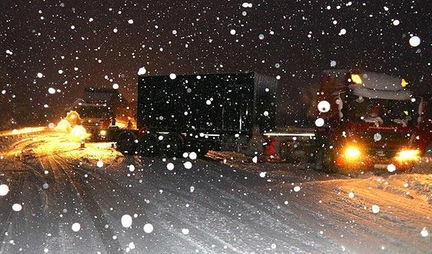 Bolu Dağı'nda yoğun kar etkili oluyor