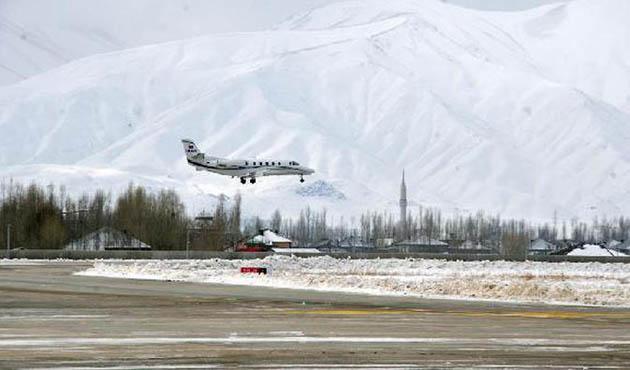Yüksekova'da uçak seferleri iptal edildi