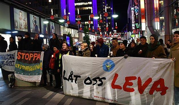 Sığınmacı çocuklardan Nobel töreni öncesi İsveç'e protesto