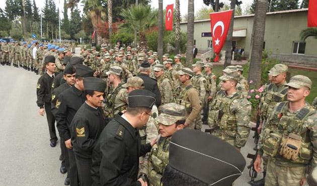 Suriye'den vatan toprağına dönen askerlere davullu karşılama