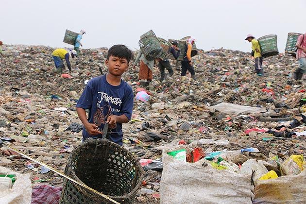 Cakarta'nın dev çöplüğünde zorlu hayat mücadelesi