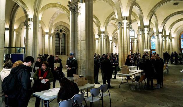 Katalonya, parlamento seçimi için sandık başında