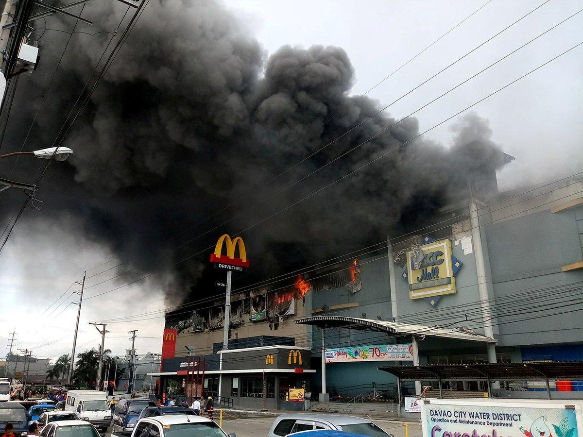 Filipinler'de alışveriş merkezinde yangın