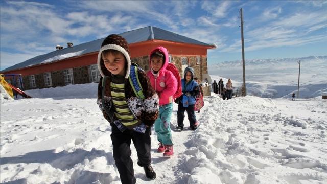 Kar nedeniyle 118 köy yolu ulaşıma kapandı