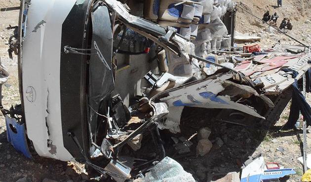 Filipinler'de otobüs kazası: 20 ölü