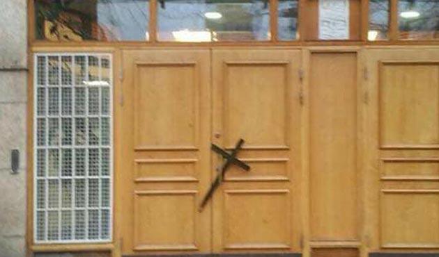 İsveç'te Stockholm Camisi'ne 'haçlı' saldırısı