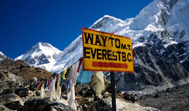 Everest'e yalnız tırmanmak artık yasak