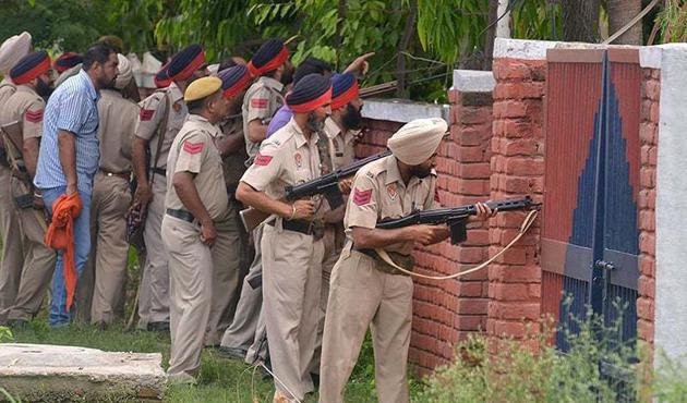 Pakistan ile Hindistan askerleri arasında çatışma