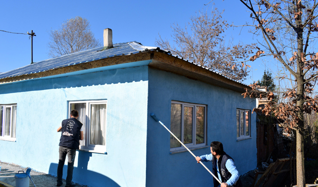 'Alo Evlat Hattı' ekibi yaşlı kadının evini yeniledi