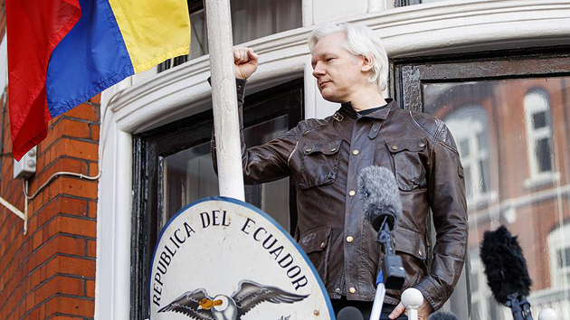 Assange resmen Ekvador vatandaşı oldu