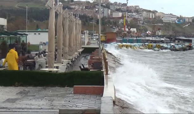 Marmara Denizi poyraza teslim
