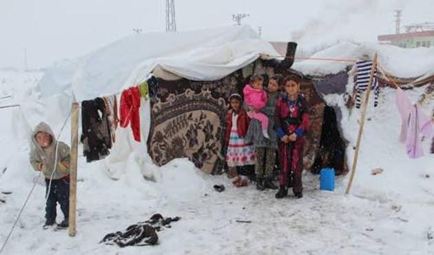 Lübnan'da donarak ölen Suriyeliler 15 oldu