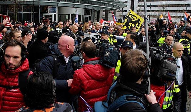 Hollanda'da ırkçı lider Wilders'den İslam karşıtı gösteri