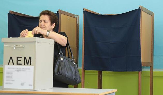 Güney Kıbrıslılar yeni liderlerini belirlemek için sandık başında