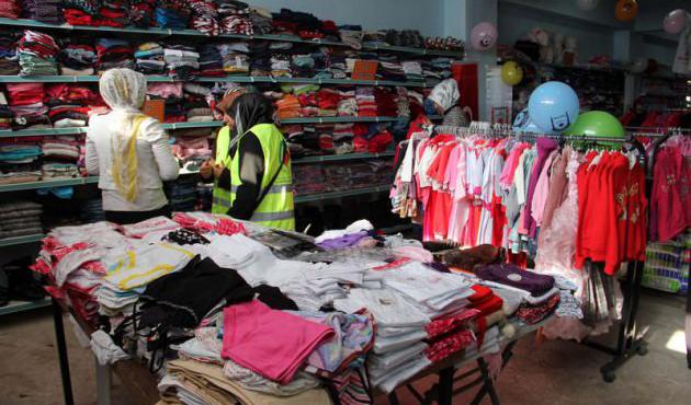 Hakkari'de vatandaşlar için 'ücretsiz giyim mağazası' açıldı