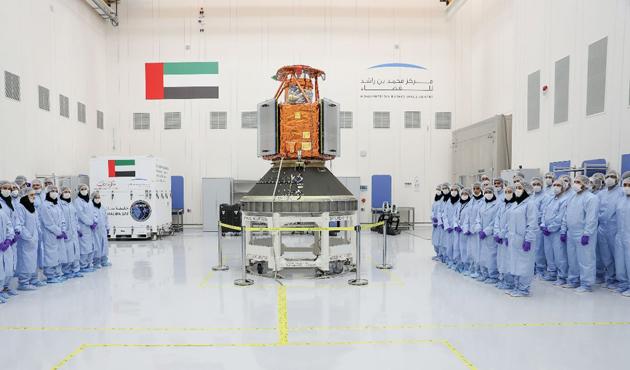 BAE ilk yerli uydusu 'KhalifaSat'ın yapımını tamamladı