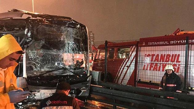 Haramidere'de metrobüs kazası: 1'i ağır 22 yaralı