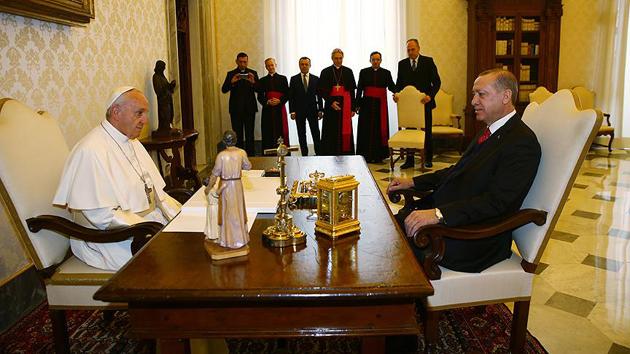 Cumhurbaşkanı Erdoğan ile Papa baş başa görüştü