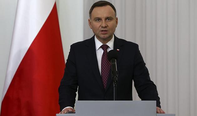 Polonya Cumhurbaşkanı Duda'dan üç ülkeyi kızdıran yasaya onay