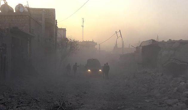 İdlib'de savaş uçakları hastane ve okulları vurdu: 10 ölü