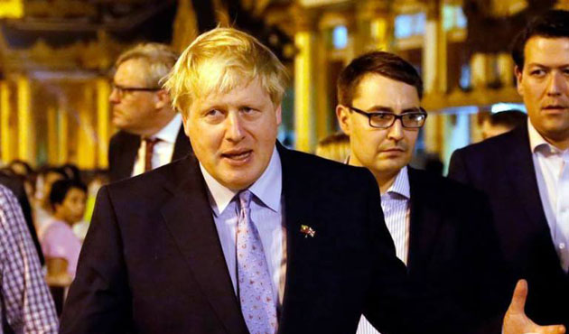 İngiltere Dışişleri Bakanı Johnson Arakan yolcusu