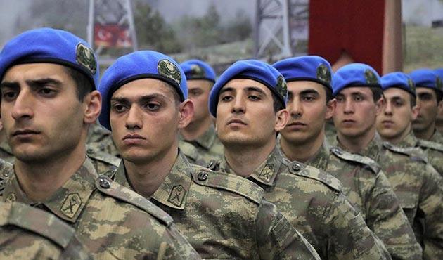 Komando adayı Asteğmenler mavi bere taktı