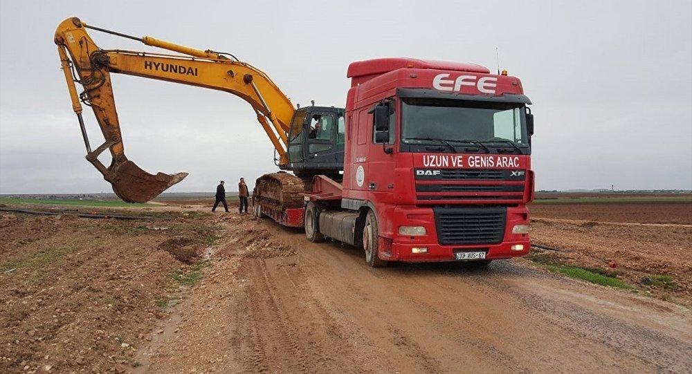 Şanlıurfa'da askeri araç dereye devrildi
