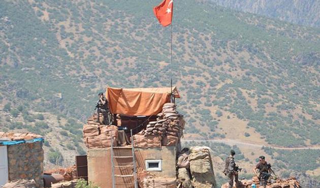 PKK'lı teröristlerden roketatarlı saldırı: 2 şehit