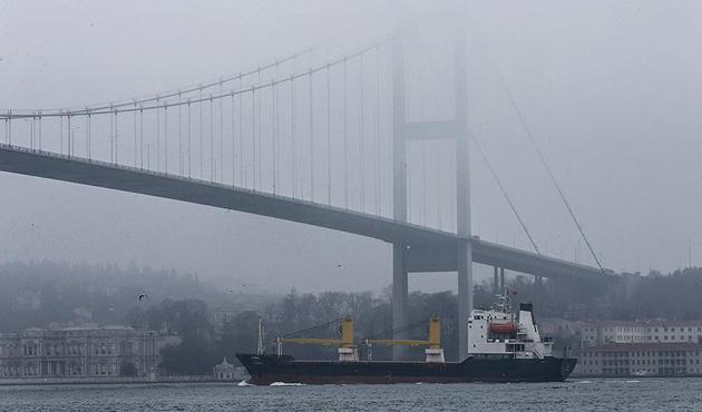 İstanbul Boğazı yoğun sis nedeniyle gemi geçişlerine kapatıldı