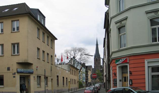 Almanya'da 'Kitabını al gel, camide oku' projesi